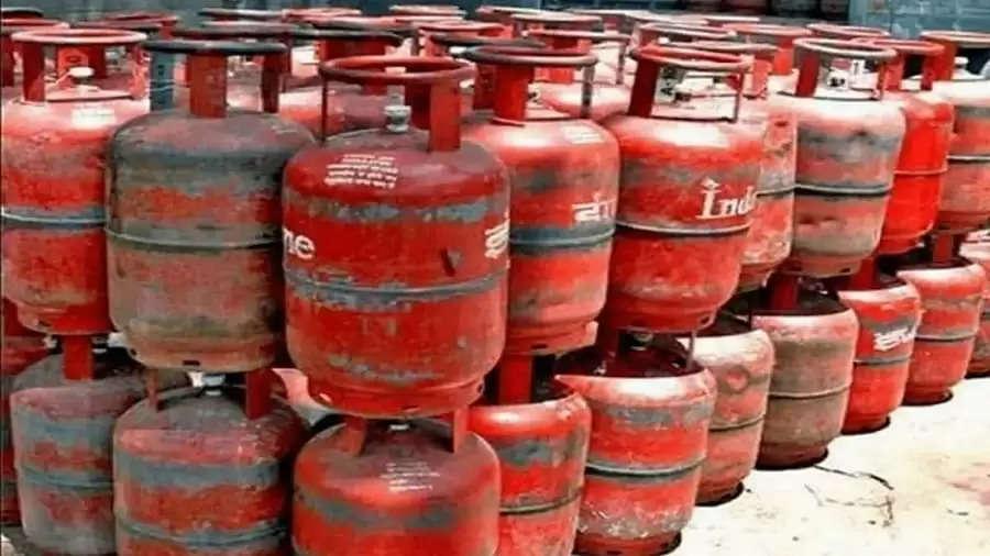महीने के पहले दिन ही LPG सिलेंडर की कीमतें बढ़ी लगा महंगाई का झटका