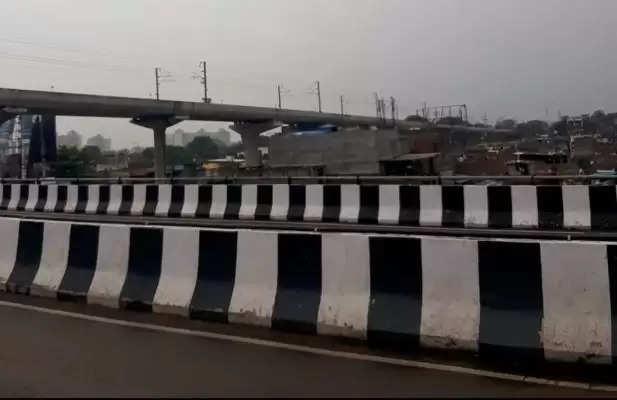 लखनऊ में लोकनिर्माण विभाग ने एक किमी लंबी सड़क पर डामरीकरण शुरू किया