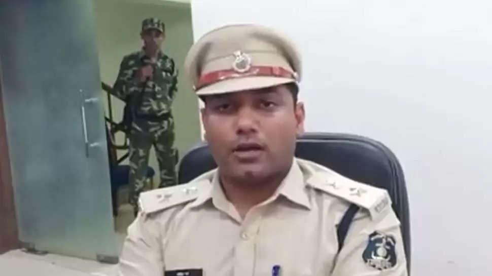 कवर्धा में तनाव बरकरार, पुलिस ने बरामद की शीशी व पत्थर की बोरियां, नेताओं पर हुई FIR