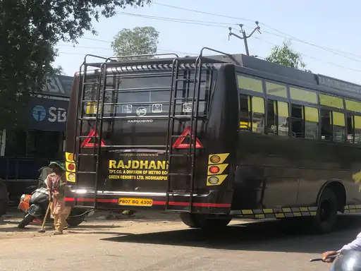 गुरदासुपर में राजधानी बस सर्विस की 2 बसों को जब्त कर लिया गया है।