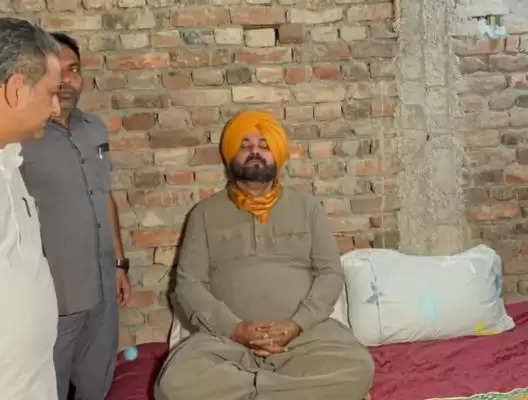 लखीमपुर आरोपी आशीष की गिरफ्तारी न होने पर सिद्धू का मौन अनशन जारी, लिखकर दे रहे हैं सवालों का जवाब
