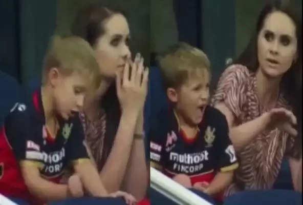 आईपीएल 2021 मुंबई के खिलाफ सस्ते में आउट हुए डिवीलियर्स, बेटे का ऐसा था रिएक्शन, देखें वीडियो